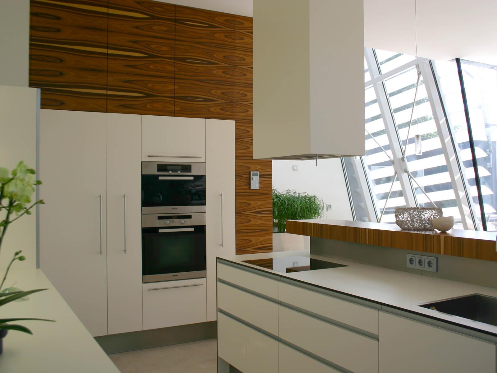 front arbeitsplatte aus beigen schichtstoffplatten. Black Bedroom Furniture Sets. Home Design Ideas