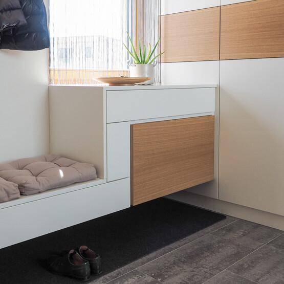 tischlerei ecker 1 vorzimmer lack weiss holz sitzbank web tischlerei ecker. Black Bedroom Furniture Sets. Home Design Ideas