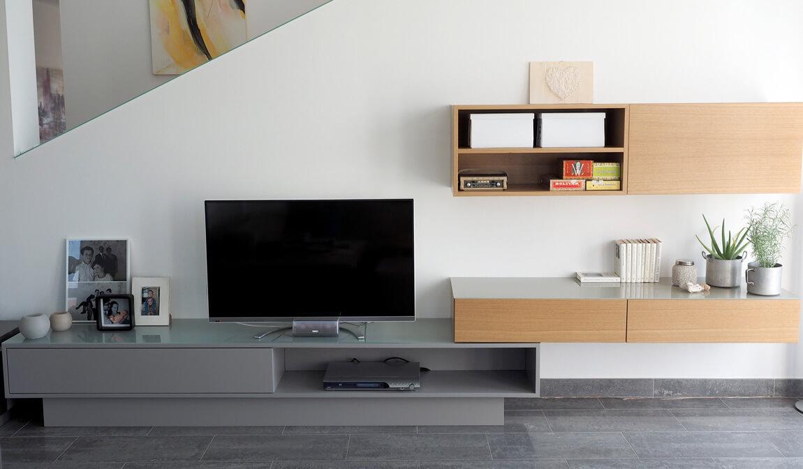 Wohnzimmer grau, Nuss natur
