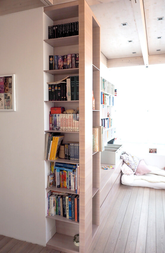 Bücherwand geweißt aus Laerche