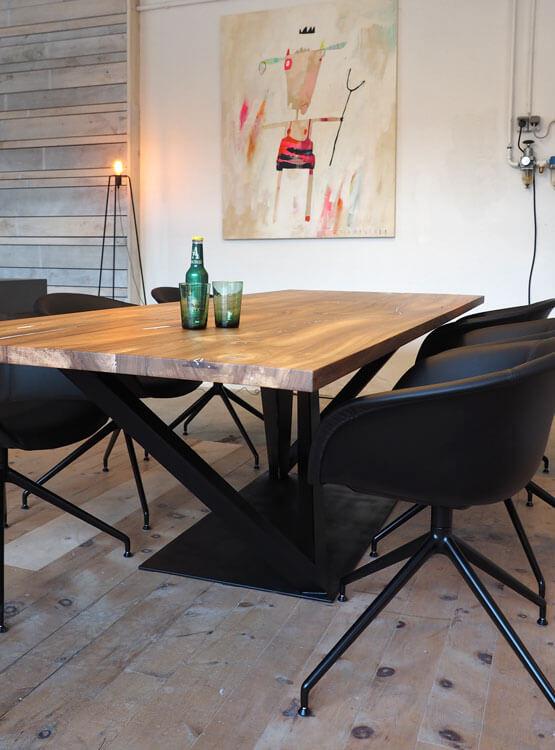 Tisch nach Maß mit Fußgestell schwarz
