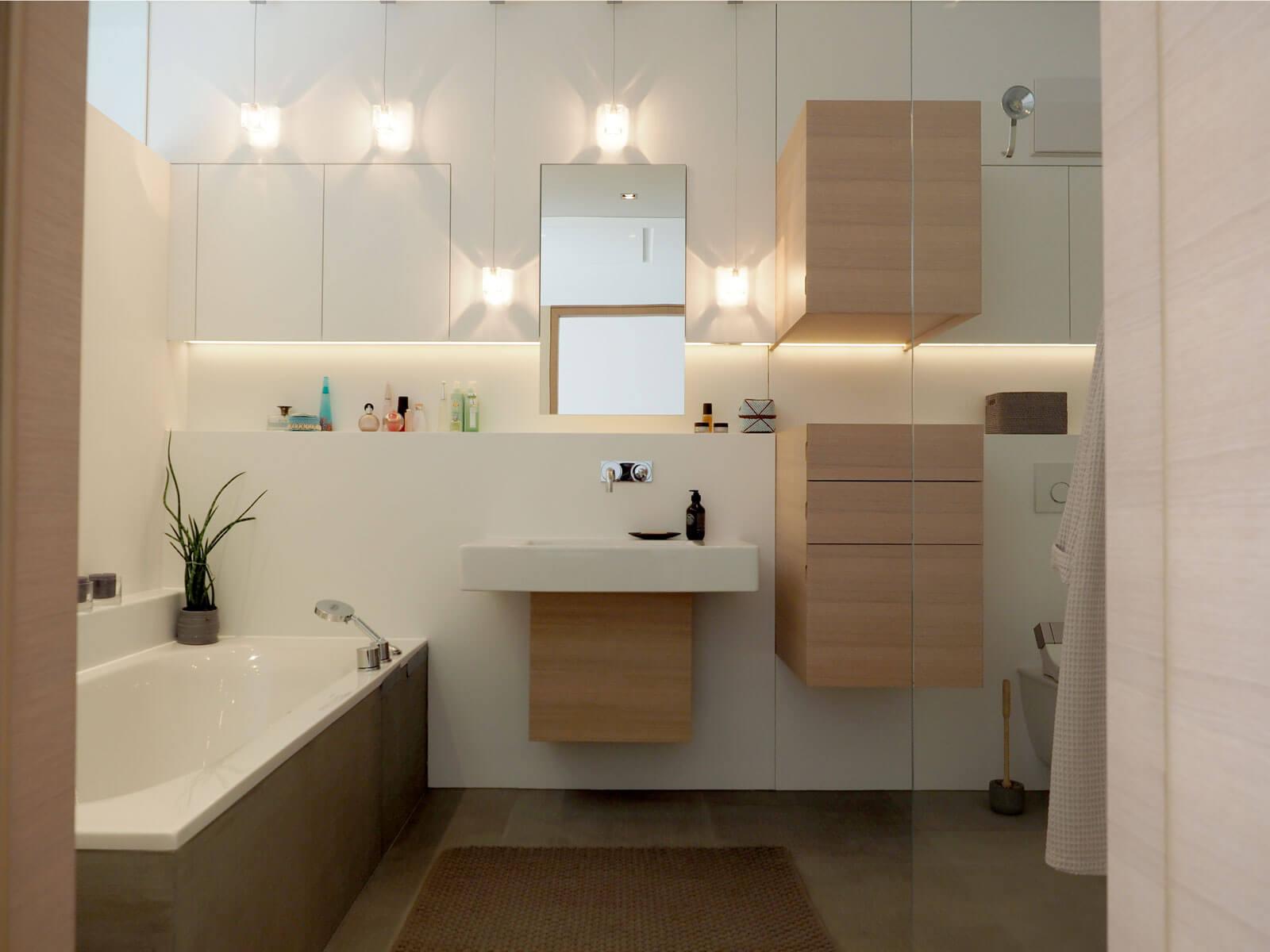 fast unsichtbar staur ume f r kosmetika. Black Bedroom Furniture Sets. Home Design Ideas