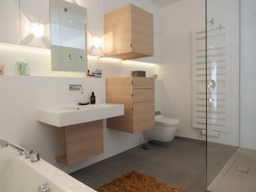 modernes Badezimmer nach Maß