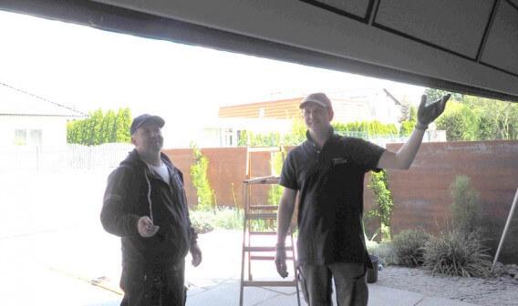 Garagentor angepasst an Holzfassade