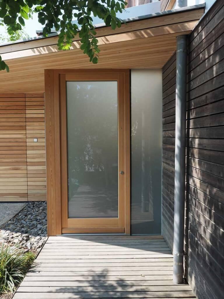 tischlerei ecker industrie garagentor angepasst an holzfassade. Black Bedroom Furniture Sets. Home Design Ideas