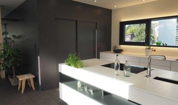 Küche weiss schwarz modern