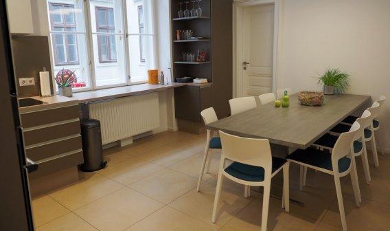 Küche weiß hochglanz modern · küche modern mit tisch