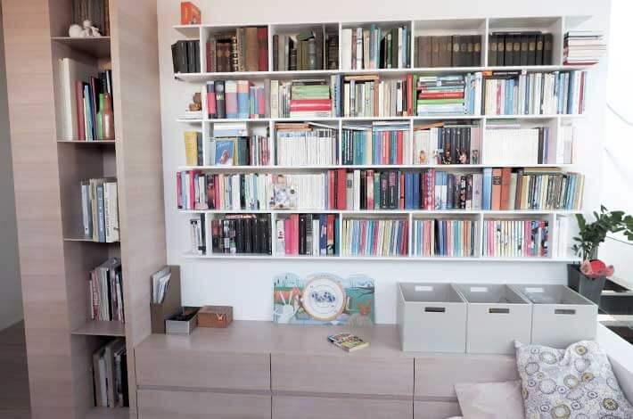 Bücherwand geweißt nach Maß