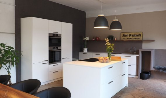 Küche weiß schlicht modern