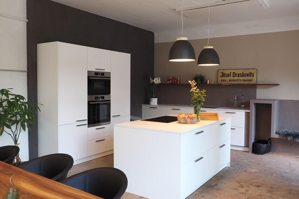 Küche weiß, schlicht, modern