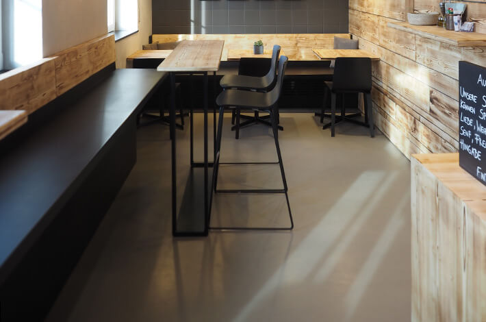 Flisens Boden nach der Bearbeitung mit Kerakoll Design House