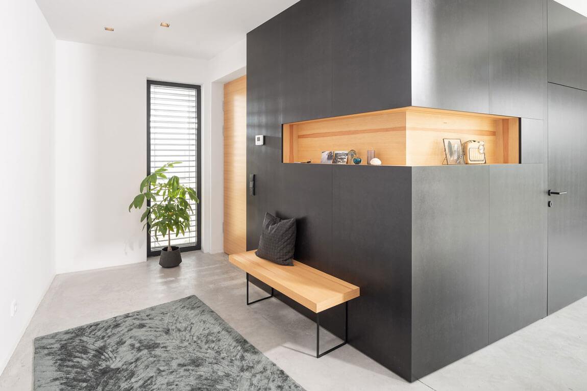 Innenarchitektur Vorzimmer schwarz modern nach Maß