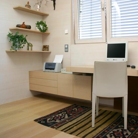Home Office in Eiche natur, Wand in Eiche geweisst
