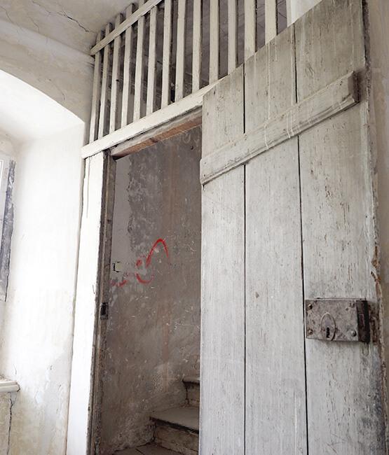 Renovierung und Sanierung alte Dachbodentuere