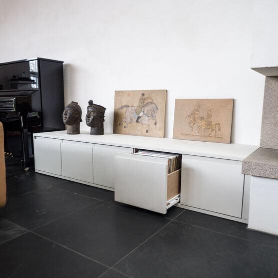 Kerakoll Design House handgemachte Oberflächen Schallplattenregal