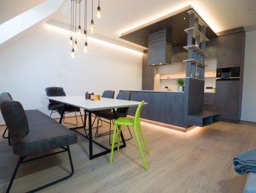Re-Design Apartment Essbereich mit Bank und Tisch modern